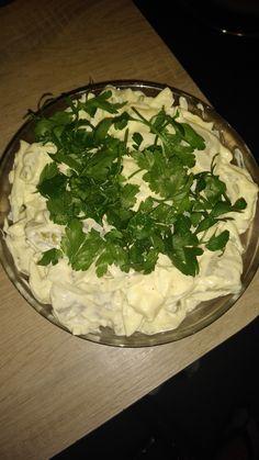 Ta sałatka smakuje wysmienicie Palak Paneer, Camembert Cheese, Ethnic Recipes, Polish Food