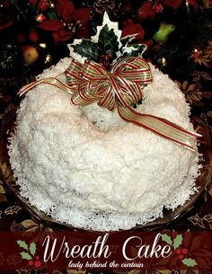 Lady Behind The Curtain - Wreath Cake This is an impressive cake for the holidays!