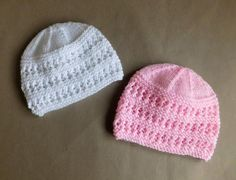 Easy knit hat patterns are perfect for baby. Keep your little angel's head warm with these free knitting patterns. Knitted baby hats are a quick project and they're extra cute, so make one today! Baby Hat Knitting Patterns Free, Baby Hat Patterns, Baby Hats Knitting, Easy Knitting, Knitted Hats, Crochet Patterns, Newborn Knit Hat, Easy Knit Hat, Knit Crochet