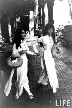 I was going through a giant archive of old photographs (yes another one), mostly taken by Westerners over in Vietnam during the war, when I started to develop a very unexpected style crush. Who knew Mod fashion made it to 1960s Vietnam? As it turns out, until the early 1970s, before the fall of Saigon, street fashion in South Vietnam