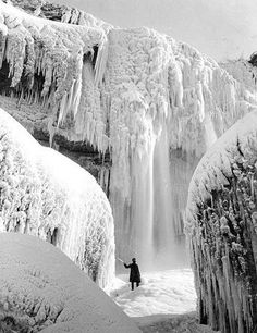 Niagara Falls frozen solid in 1911