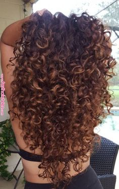 Trendfrisuren Bob, akkurater Mittelscheitel oder The french language Slice Cease to live Frisurentrends 2020 Colored Curly Hair, Curly Hair Cuts, Curly Hair Styles, Natural Hair Styles, Brown Curly Hair, Wavy Hair, Highlights Curly Hair, Balayage Hair, Coiffure Hair