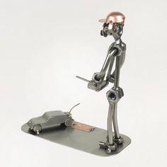 Schraubenmännchen Modellbauer mit Fahrzeug