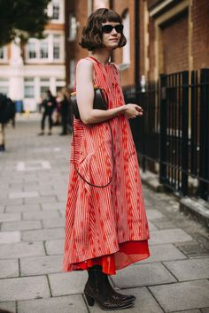The Best Street Style Of London Fashion Week Uk Fashion, Fashion Beauty, Womens Fashion, Fashion Tips, Fashion Design, London Fashion, 2000s Fashion, Fashion Heels, Japan Fashion