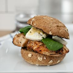 Grilled Chicken Burger with Brie - A quick week night dinner on the grill. chicken breast with rosemary, topped with dijon mustard, creamy brie and spinach. Healthy and ready in less than 20 minutes! Brie Cheese Recipes, Grilled Chicken Burgers, Queso Brie, Cooking Recipes, Healthy Recipes, Protein Recipes, Grilling Recipes, Healthy Meals, Breakfast