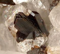 Gamagarite, Ba2Fe3+(VO4)2(OH), crystal size 2mm