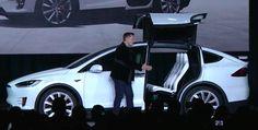 Tesla представила производственную версию кроссовера Model X - http://russiatoday.eu/tesla-predstavila-proizvodstvennuyu-versiyu-krossovera-model-x/          Спустя почти два года задержек и переносов, компания Tesla наконец-то представила производственную версию кроссовера Model X. Заявленный запас хода на одном