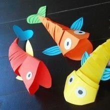 Poissons articulés en papier {DIY} Web ♥ du jour… ou comment réaliser de jolis petits poissons articulés en papier. Voilà une chouette idée d'activité manuelle à proposer aux enfants pendant les vacances pour les occuper un peu en rentrant de la plage… un petit bricolage très rigolo et très facile trouvé sur l'excellent site bulgare Krokotak. ☼ ☼ ☼