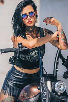 Harley Girl Model or real Biker. Lady Biker, Biker Girl, Motos Sexy, Chicks On Bikes, Cafe Racer Girl, Motorbike Girl, Motorcycle Outfit, Hot Bikes, Harley Davidson Bikes