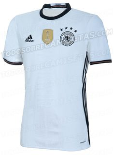 Germany home shirt 2015/2016 with a new three stripes on the shirt. (@todosobrecamisetas)