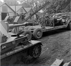 Views of the boarding in a trailer pulled by an Tank Transporter Dragon Wagon from a Mittlerer Ladungsträger Springer, Sd. Dragon Wagon, Panzer Iv, Cruise Holidays, Military Pictures, Armored Vehicles, War Machine, Scale Models, Military Vehicles, Wwii