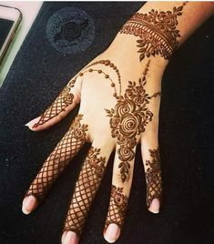Mehndi is something that every girl want. Arabic mehndi design is another beautiful mehndi design. We will show Arabic Mehndi Designs. Latest Mehndi Designs, Pretty Henna Designs, Finger Henna Designs, Simple Arabic Mehndi Designs, Back Hand Mehndi Designs, Modern Mehndi Designs, Mehndi Designs For Beginners, Mehndi Designs For Girls, Mehndi Designs For Fingers