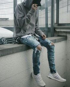 Best and Unique Mens Streetwear Ideas. For quite a while, streetwear and luxury proved mutually exclusive. Streetwear has revolutionized the area of fashion, and it has come to be a lifestyle. Urban Fashion Girls, Mens Fashion, Fashion Shorts, Fashion Outfits, Fashion Black, Fashion Hoodies, Fashion Menswear, Fashion Ideas, Skater Fashion
