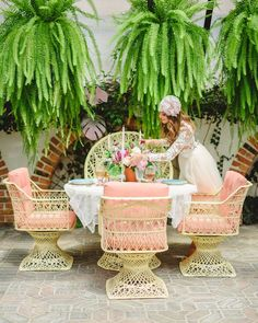 69 Colorful Bohemian Spring Porch Update for Your Inspire Bohemian Living, Bohemian Decor, Bohemian Porch, Palm Beach Regency, Palm Springs Style, Decoration Table, Home Interior, Interior Design, Luau
