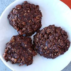 Discover a fun and delicious way to enjoy oats with our easy and delicious Chocolate-Hazelnut Oatmeal Refrigerator Cookies recipe made with your favorite Quaker® products. Delicious Chocolate, Vegetarian Chocolate, Chocolate Recipes, Hazelnut Recipes, Refrigerator Cookies Recipes, Cookie Recipes, Baking Recipes, Chocolate Oatmeal, Chocolate Hazelnut