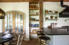 Kitchen French Doors Joanna Gaines Ideas For 2019 Kitchen Pantry Doors, Kitchen Nook, New Kitchen, Kitchen Dining, Kitchen Tips, Dining Room, Joanna Gaines, Le Hangar, Glass Shelves
