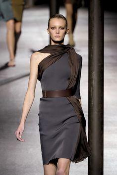 Lanvin - Mode prêt à porter - Haute couture - Lanvin grey and brown drape Fashion Details, Look Fashion, High Fashion, Fashion Design, Lanvin, Givenchy, Valentino, Mode Chic, Mode Style