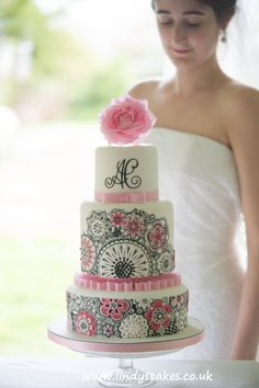 Gallery of Wedding Cakes by UK leading cake designer Lindy Smith