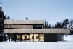 Haus am See von ACDF Architecture in Magog, Kanada - Dekoration De Lofts, Residential Architecture, Architecture Design, Commercial Architecture, Beautiful Architecture, Clad Home, Haus Am See, Built In Furniture, Log Homes