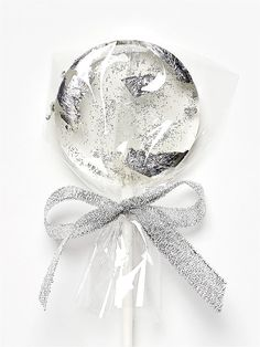 Adorable lollipops with silver ideal for wedding, bridal, birthday party Birthday Parties, Candy, Bridal, Silver, Wedding, Birthday Celebrations, Sweet, Mariage, Toffee