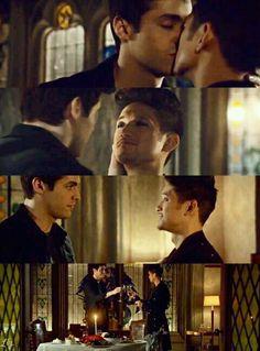 Alec and Magnus in the sneak peek of episode 2x17 #Shadowhunters