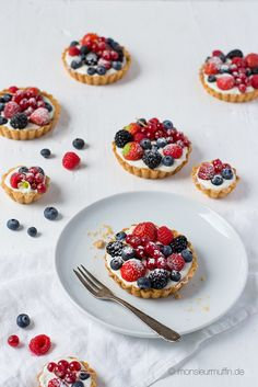 Beeren-Tartelettes mit blitzschneller Cremefüllung | berry cake | Rezept | © monsieurmuffin