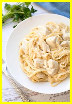 Instant Pot Fettuccine Alfredo with chicken, or without, is a one pot meal that you can dump and push start! (Not an Alfredo sort, but the technique looks cool. Fettuccine Alfredo, Chicken Fettuccine, Chicken Alfredo, Fettuccine Noodles, Super Healthy Recipes, Healthy Foods To Eat, Healthy Snacks, Healthy Eating, Chicken Pasta Recipes
