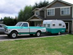 White over Aqua and Aqua over White.sweet combination of a vintage trailer and truck Vintage Campers Trailers, Retro Campers, Cool Campers, Vintage Caravans, Camper Trailers, Retro Rv, Shasta Trailer, Shasta Camper, Classic Campers