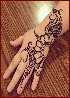 Mehndi design makes hand beautiful and fabulous. Here, you will see awesome and Simple Mehndi Designs For Hands. Mehndi Designs For Beginners, Beautiful Henna Designs, Mehndi Designs For Fingers, Latest Mehndi Designs, Simple Mehndi Designs, Mehandi Designs, Beautiful Mehndi, Henna Tattoos, Henna Tattoo Designs Simple