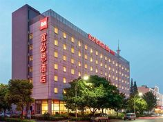 Yangzhou Ibis Hotel Yangzhou China, Asia Ibis Hotel Yangzhou is conveniently located in the popular Hanjiang area. The hotel offers guests a range of services and amenities designed to provide comfort and convenience. All the necessary facilities, including 24-hour room service, luggage storage, Wi-Fi in public areas, car park, meeting facilities, are at hand. Comfortable guestrooms ensure a good night's sleep with some rooms featuring facilities such as television LCD/plasma ...