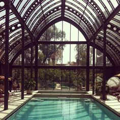 Piscine de reve sous une verrière / it's all about the roof! #Marrakech spa/conservatory | #architecture
