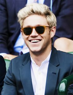 Niall, so sweet and adorable Zayn Malik, Niall Horan, Hello Beautiful, Beautiful People, One Direction Background, James Horan, Favorite Person, Fangirl, Mens Sunglasses