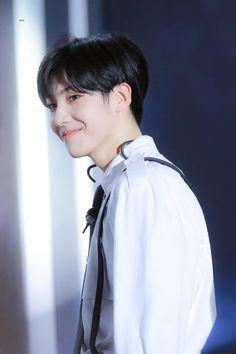 🦋 do not crop logo or edit Jinyoung, Cute Asian Guys, Day6, More Cute, Thank God, Kpop Boy, Lee Min, Asian Men, Handsome Boys