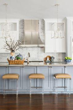Kitchen Interior, New Kitchen, Kitchen Design, Kitchen Decor, Kitchen Ideas, Blue Kitchen Island, Blue Kitchen Cabinets, White Cabinets, Kitchen Islands