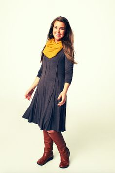 While Jana Duggar remained behind the scenes in many episodes of 19 Kids and Counting , she is front and center in season one of Jill and J. Modest Pants, Modest Dresses, Modest Outfits, Modest Fashion, Girl Outfits, Duggar Girls, Duggar Family, Famille Duggar, Jana Marie Duggar