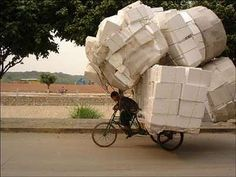 bici sobrecargada
