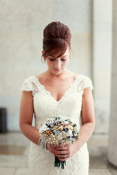© Kelly Maughan Photography #winter #wedding #NYE #broochbouquet