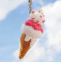7 Sweet Crochet Patterns including crochet food patterns, crochet cupcake hat patterns, crochet pie patterns and much more compiled by Easy Crochet. Crochet Cupcake Hat, Crochet Fruit, Crochet Food, Free Crochet, Knit Crochet, Ravelry Crochet, Crochet Keychain Pattern, Crochet Accessories, Crochet Projects