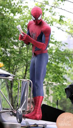 anyone can wear the spiderman suit and look hot in it with a six pack but when he takes off the mask you just know hes even hotter! Spiderman Electro, Spiderman Suits, Spiderman Costume, Amazing Spiderman, Marvel Comics Superheroes, Marvel Characters, Spider Man Trilogy, Spider Man 2, Films