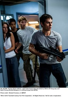 Still of Thomas Brodie-Sangster, Kaya Scodelario, Dylan O'Brien and Ki Hong Lee in Maze Runner: The Scorch Trials (2015)