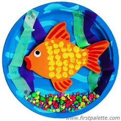 These fish crafts for kids will open up a sea of possibilities. Fish art projects make some of the best ocean crafts for kids. Who doesn't love our undersea friends? Animal Crafts For Kids, Fun Crafts For Kids, Summer Crafts, Art For Kids, Kids Fun, Paper Plate Fish, Paper Plate Crafts, Paper Plates, Fish Plate