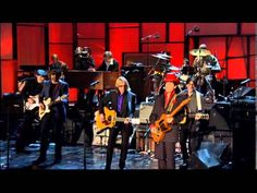 Watch Prince's Incredible 'While My Guitar Gently Weeps' Solo Prince, Tom Petty, Steve Winwood, Jeff Lynne and others performed the song at the 2004 Rock Hall of Fame induction ceremony By Andy Greene April 21, 2016