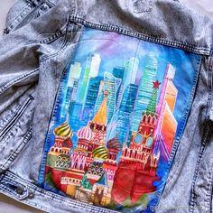 Купить или заказать Джинсовая куртка с рисунком в интернет-магазине на Ярмарке Мастеров. Ручная роспись футболок, маек, джинсовых курток, свитшотов и всего на что хватит Вашей фантазии! Эксклюзив в одном экземпляре. Рисунок любой. Выбираете из моих работ или высылайте понравившуюся картинку и я рисую. На чем рисую? на Вашей джинсовке или всём перечисленном (можно заказать вещь у меня). Ограничений нет, краски специальные и держаться оооочень долго, при условии 'деликатной' или ручной ...