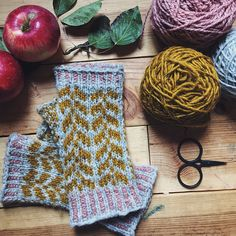 Ravelry: Oulu Mitts pattern by Caitlin Hunter - lovely and elegant. #knitindie