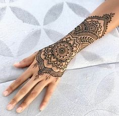 Melbourne Henna provides creative Mehendi and Henna Tattoos art for our customer. Choose your Henna mehndi design and temporary tattoo we will make it. Mehndi Tattoo, Henna Tattoos, Henna Tattoo Muster, Henna Inspired Tattoos, Tattoo L, Symbols Tattoos, Girl Tattoos, Wrist Tattoos, Female Hand Tattoos