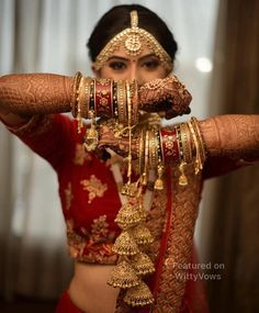 New Kalire Designs on Real Brides That Made us Swoon Trending new kalire designs we spotted on Indian Brides we totally loved. Take a look at these stunning kalire designs cuarted just for you! Indian Bride Photography Poses, Photography Winter, Indian Bride Poses, Indian Wedding Poses, Indian Bridal Photos, Wedding Couple Poses Photography, Bridal Photography, Desi Wedding, Bridal Poses