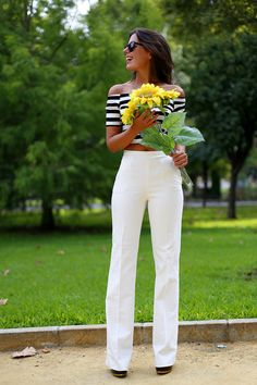 1sillaparamibolso: white palazzo pants + navy crop top. Sunflowers as accessory ;)