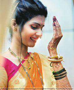 Spotted 25 + trending marathi brides who took for hearts! Wedding Poses, Wedding Photoshoot, Wedding Tips, Wedding Couples, Wedding Bride, Budget Wedding, Wedding Ceremony, Marathi Bride, Marathi Wedding