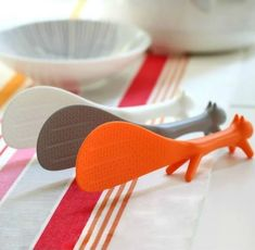 AKOAK 3 Piece Creative Household Kitchen Tools,Lovely Squirrel Shape Standing Spoon Non-stick Rice Spoon Fashion Rice Cooker Dishes Filled Scoop Shovel - Lovely Novelty Cool Kitchen Gadgets, Kitchen Items, Kitchen Tools, Kitchen Products, Quirky Kitchen, Bright Kitchens, Cool Kitchens, Baking Set, Rice Cooker