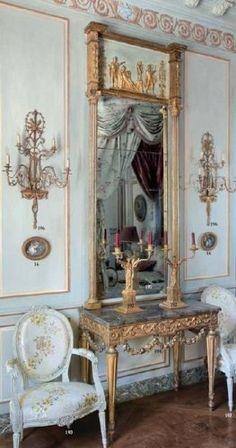 Un Hotel Particulier :   Dernière visite d'un bel hôtel particulier du XVIIIème siècle...